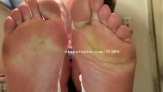 Barbee show her dirty feet soles